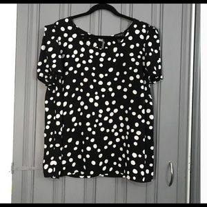 Black and White Polkadotted Top!
